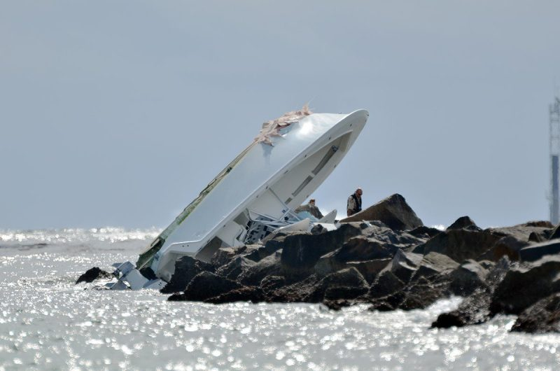 jose-fernandez-marlins-pitcher-boat-on-rocks