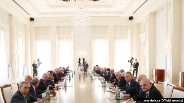 Prezident İlham Əliyev Nazirlər Kabinetinin 2016-cı ilin doqquz ayının sosial-iqtisadi inkişafının yekunlarına həsr olunmuş iclasında