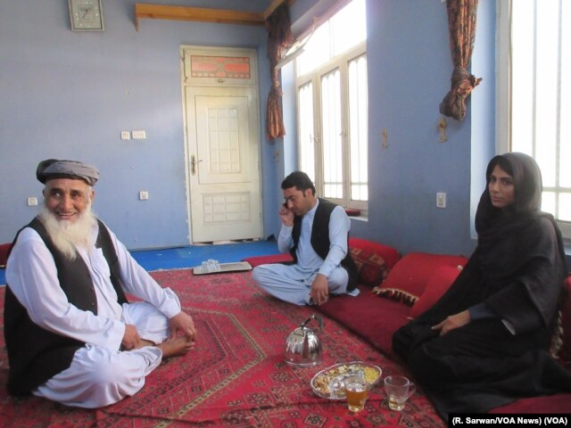 VOA reporter Ayesha Tanzeem, right, meets with a Shinwari tribal elder in Jalalabad, Afghanistan.