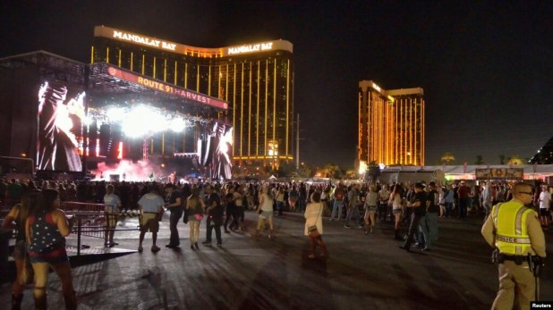Các hình ảnh chụp tại hiện trường vụ xả súng ở Las Vegas, Nevada.