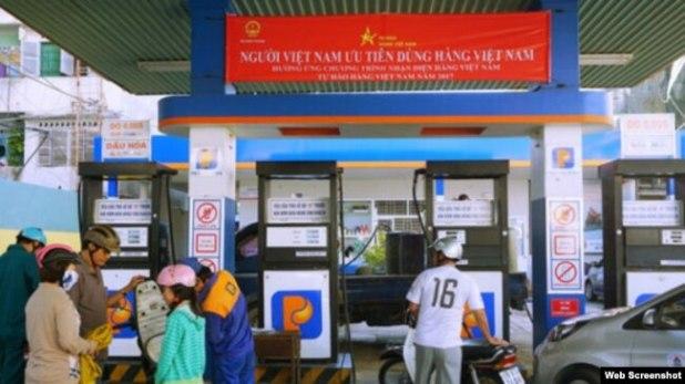 """Khẩu hiệu """"Người Việt Nam dùng hàng Việt Nam"""" của Petrolimex."""