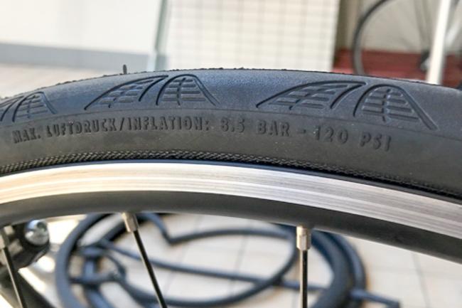 Trek 7.4fx タイヤ交換25C-7