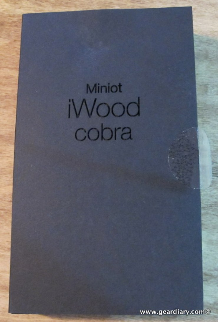 geardiary_miniot_iwood_cobra_wooden_iphone_case