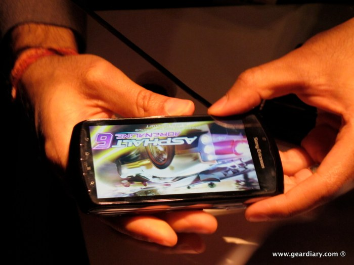 geardiary-chipchick-sony-ericsson-mobile-word-congree-pro-neo-play-92