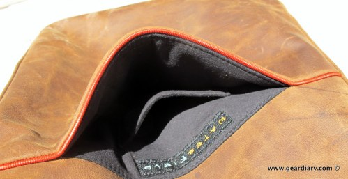 geardiary-waterfield-indy-ipad-bag-pockets-001