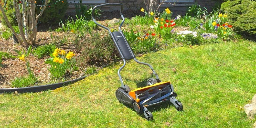 Fiskars push lawnmower