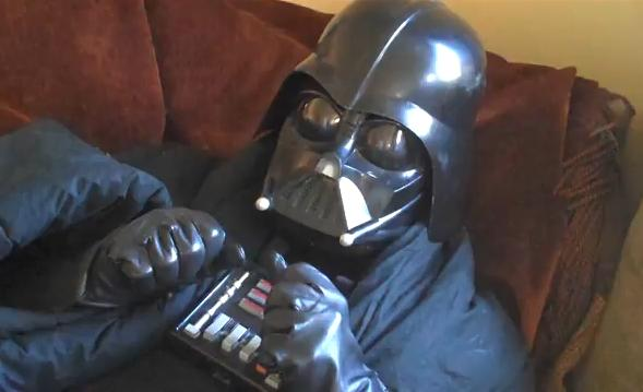 Darth Vader visita Disneylandia [Vídeo]