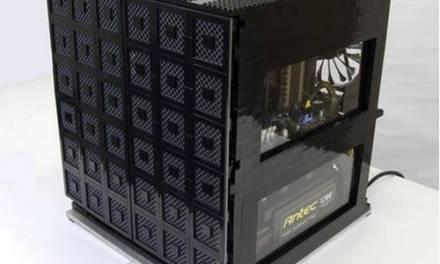 Grid compuesta por tres ordenadores en una caja armada con LEGO
