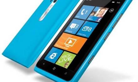 Nokia confirma un fallo de software en el Lumia 900, ofrecen arreglarlo y crédito de 100 dólares