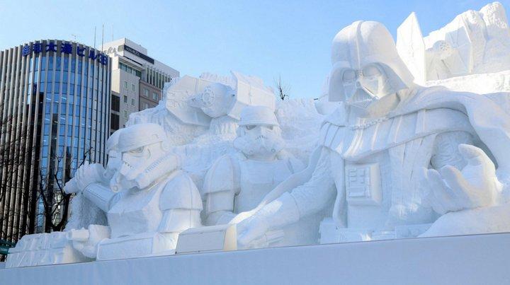 El ejército de Japón construyó una escultura gigantesca de Star Wars solo con nieve