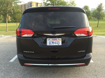 2017-chrysler-pacifica-limited-07