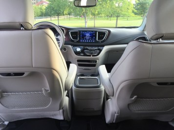 2017-chrysler-pacifica-limited-26