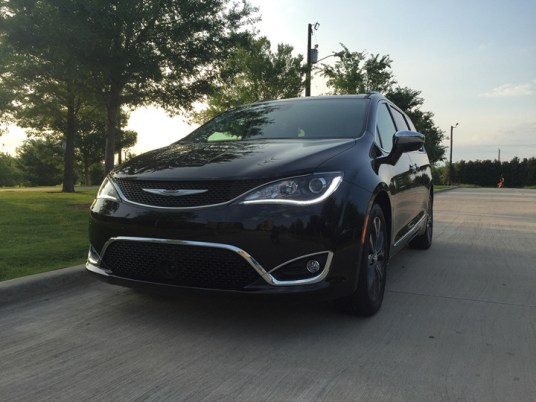 2017-chrysler-pacifica-limited-45
