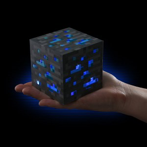 1481_minecraft_light-up_diamond_block_inhand