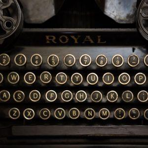 A_typewriter_(10995863465)
