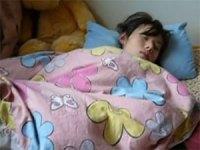 【近親相姦】寝てる妹に性的いたずらしてる姿を動画共有サイトにアップしたマジキチ変態兄貴★