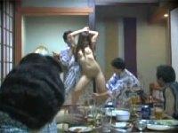 旦那のために全裸で宴会芸を強制させられしかも目の前で上司にハメられる一部始終を収めた動画流出!
