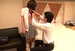 【五反田ラブホテル盗撮】匂いフェチのリーマン相手にドン引きしながら○○するJK・・・