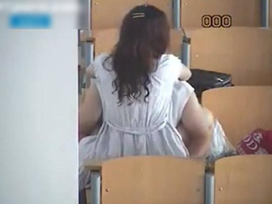 大学の講義室でガッツリ挿入してる男女が激写されるwwwwwww