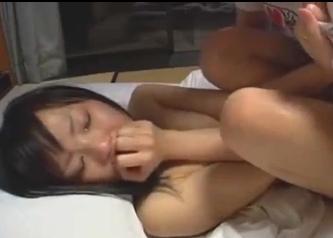 涙をボロボロ流しながら絶頂する美10代小娘・・・
