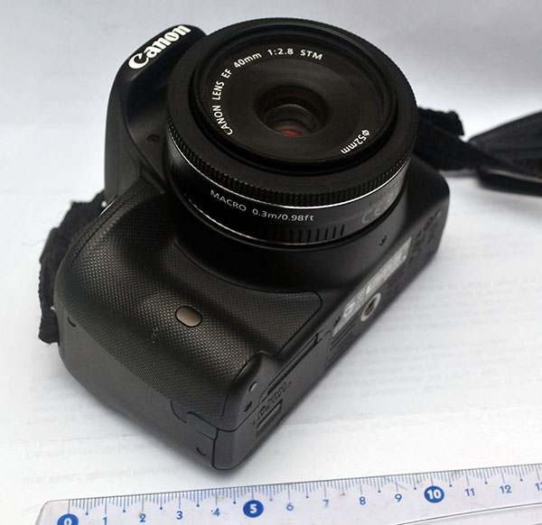 Canon 100D body with Canon EF 40mm pancake lens
