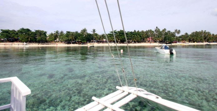 boat ride to dive spots in balicasag island, bohol