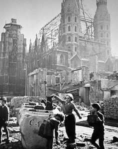 As you can see in the background the roof of the Stephensdom is gone except for a few ribs.