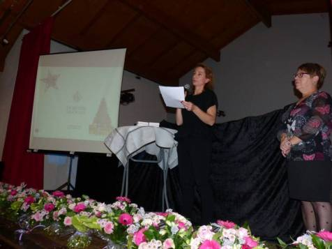 La directrice Béatrice Brandt auprès de Chantal Bastien