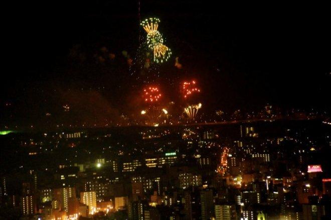 hiroshima-port-fireworks-from-ushita-yama-02