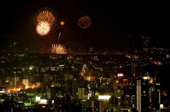 hiroshima-port-fireworks-from-ushita-yama-08