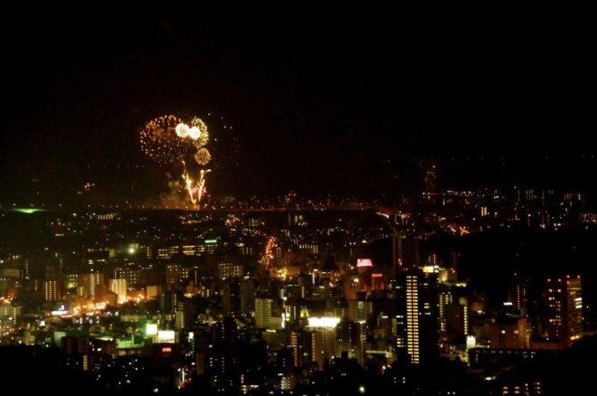 hiroshima-port-fireworks-from-ushita-yama-11