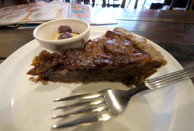 Pecan pie at Otis! in Hiroshima, Japan