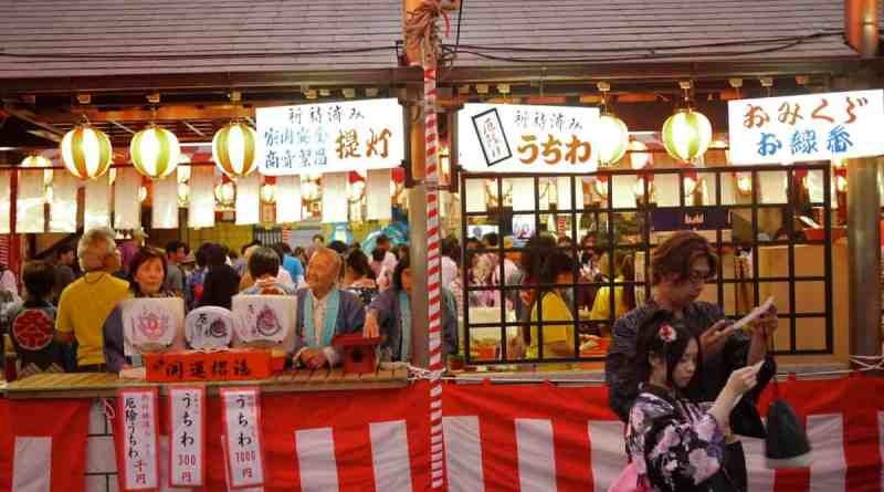 Fans, talisman and fortuneson sale at Toukasan