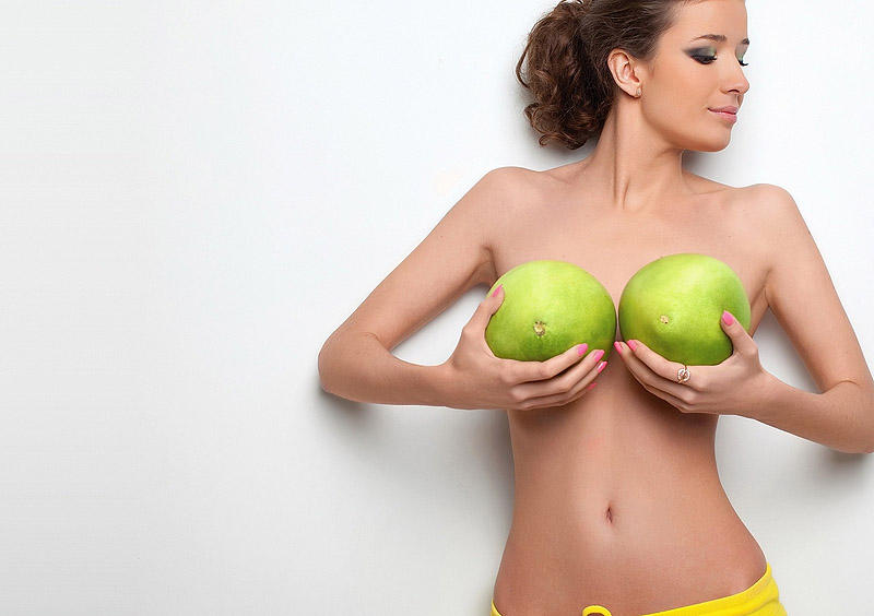 2. Пластическая операция по увеличению женской груди входила бы в программу бесплатного медицинского страхования.