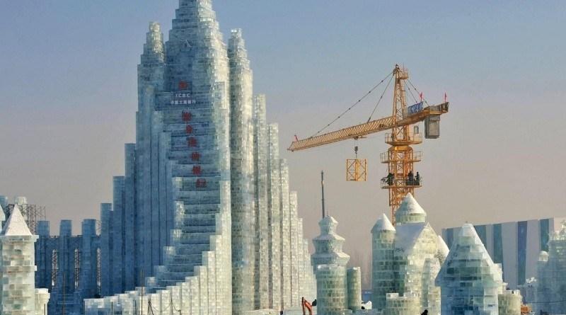 21. Тем временем в Китае ледяной город.