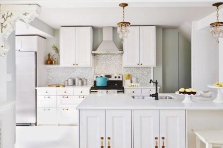 1429715357 white chandelier kitchen