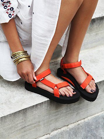 sandal teva