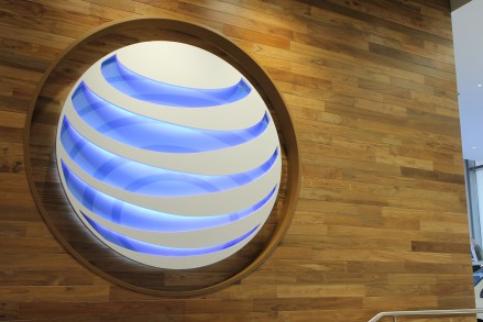 AT&T sells 6M smartphones in Q1, accounting for 9 out of 10 device sales