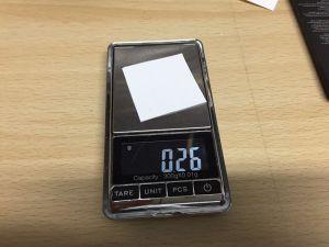 UVインクの調合にも使う便利な電子天秤。0.01gの分解能で測れます!インクの調合の際には、1滴の重さも図れますよ!GIGASTAR開発の必需品ですね!Amazonで結構安かった(3000円くらい?) ちなみに4cm 四方のケント紙です。これにスプレーのりを吹き付けると、十分検出できます。