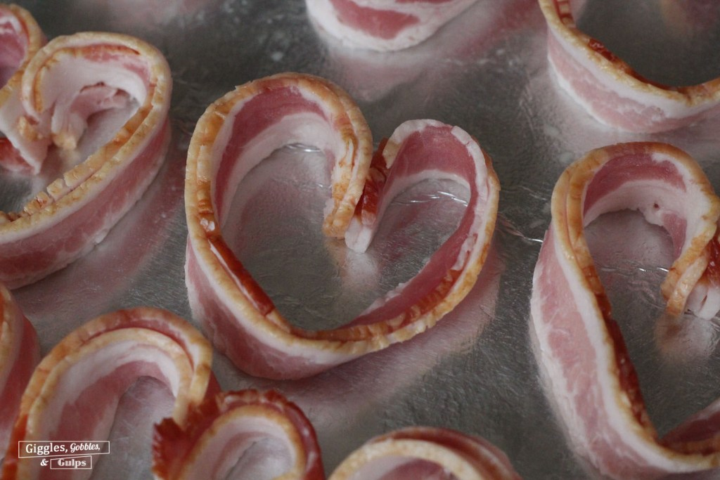 heart shaped eggs bacon2