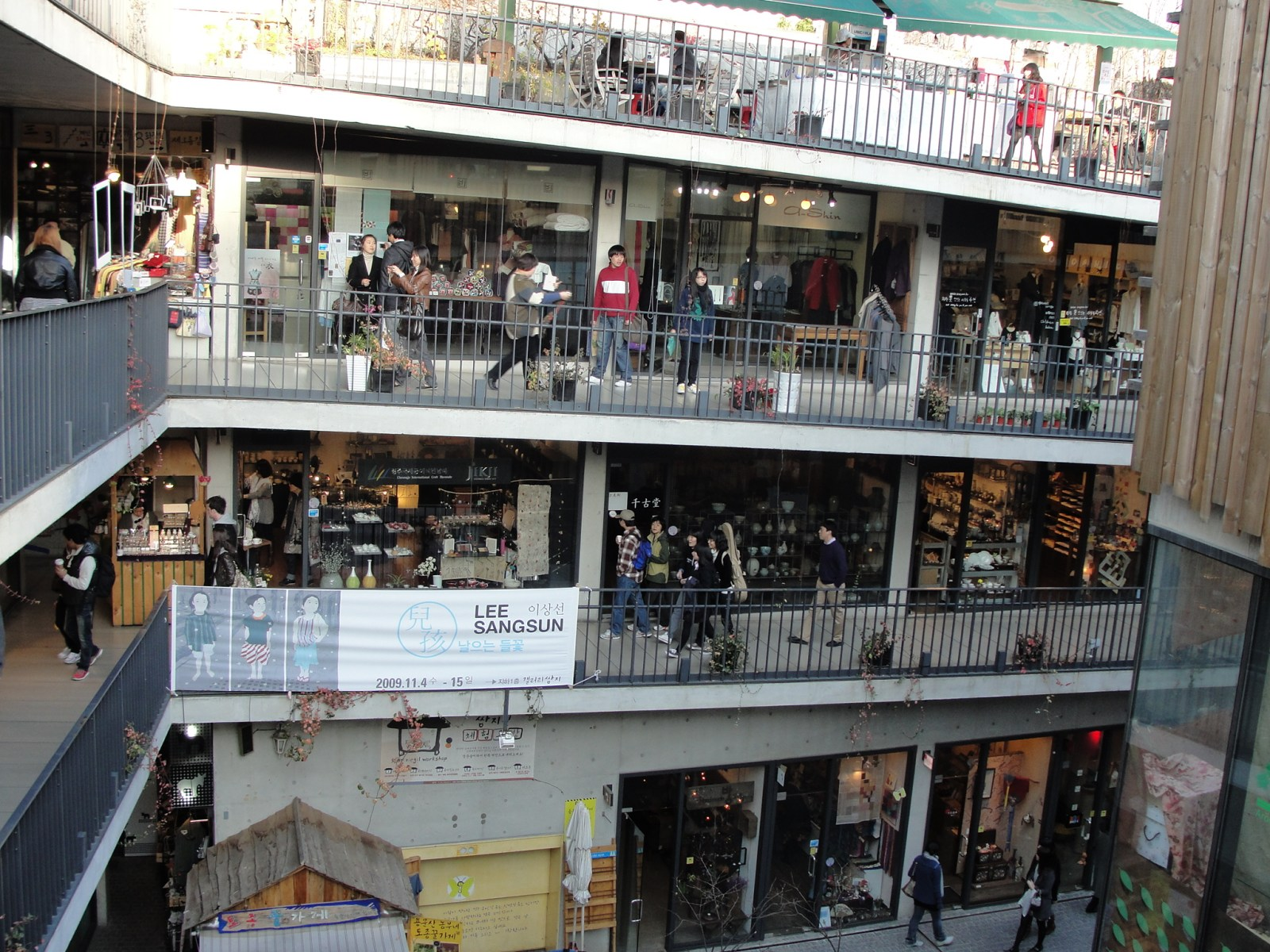 Best 5 Places for Shopping in Seoul