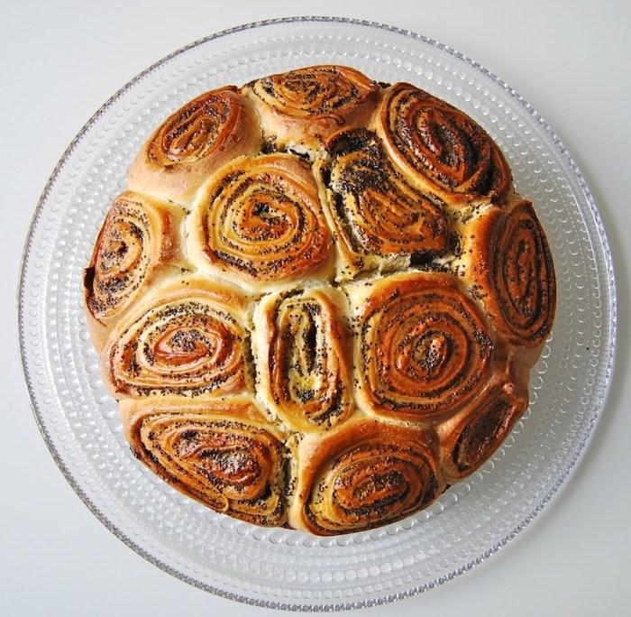 Poppy bun cake