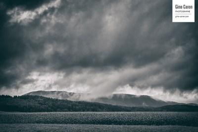 Quand les nuages touchent au paysage