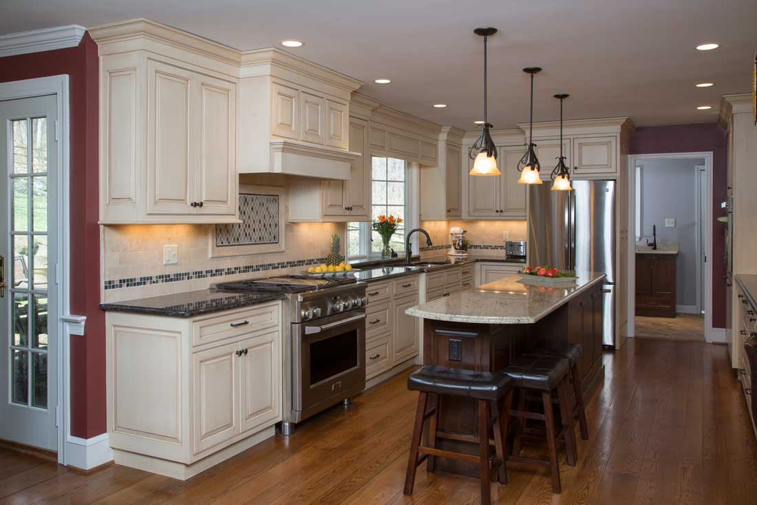 Nifty Color Ment Kitchen Off Cabinetry A Mosaic Tile Backsplash A Kitchen Plain Cabinetry Cabinets Giorgi Kitchens houzz-03 Plain And Fancy Cabinets