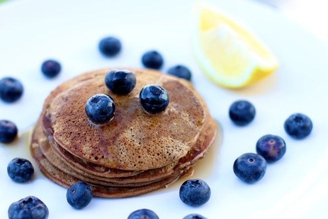 Banana Pancakes - Easy + Healthy! | girl about columbus