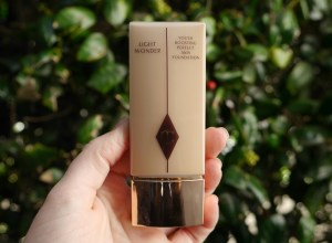 charlotte-tilbury-light-wonder-magic-glow-foundation-for-dry-mature-skin-beauty-blog-blogger-review-best-top.jpeg