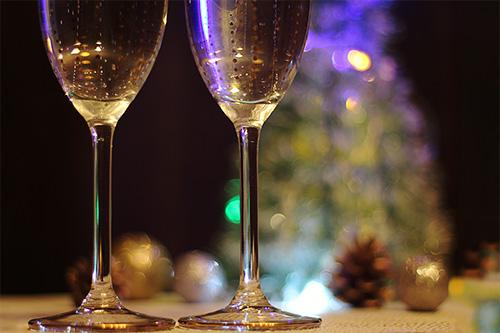 二人だけのクリスマスパーティのフリー写真素材(商用可)