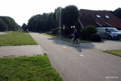Amazing quality rural path with priority over driveways into houses