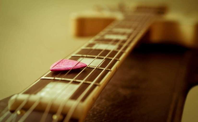 guitar-1063083_1920-1500