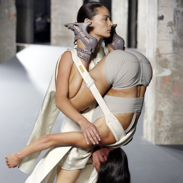 Rick-Owens-Spring-2016-Paris-Fashion-Week-Show